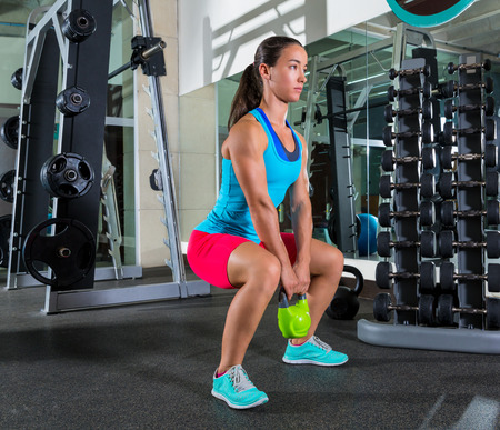 Foto de goblet kettlebell squat woman workout exercise at gym - Imagen libre de derechos