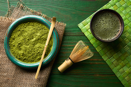 Photo pour Matcha tea powder bamboo whisk chasen and spoon for japanese ceremony - image libre de droit