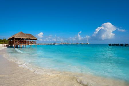 Photo pour Riviera Maya Maroma Caribbean beach palapa hut in Mayan Mexico - image libre de droit