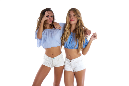 Photo pour Teen best friends girls happy together looking through finger goggles - image libre de droit