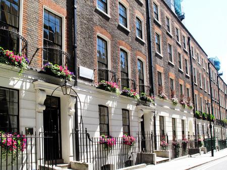 Photo pour Regency Georgian terraced town houses in Westminster, London ,England - image libre de droit