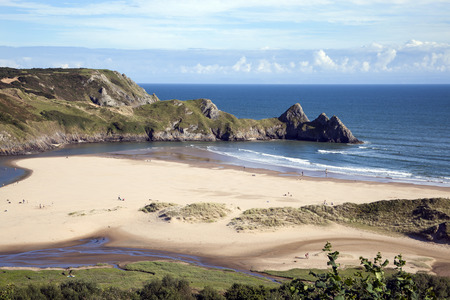 Foto de Three Cliffs Bay on the Gower Peninsular, West Glamorgan, Wales, UK, which is a popular Welsh coastline attraction of outstanding beauty - Imagen libre de derechos