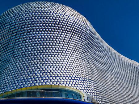 Photo pour Birmingham, UK, April 29, 2009 : Futuristic modern building roof cladding at the Bullring shopping centre mall in the city centre - image libre de droit