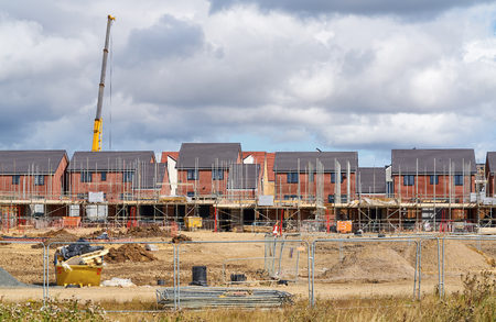 Photo pour Newly built homes in a residential estate in England. - image libre de droit