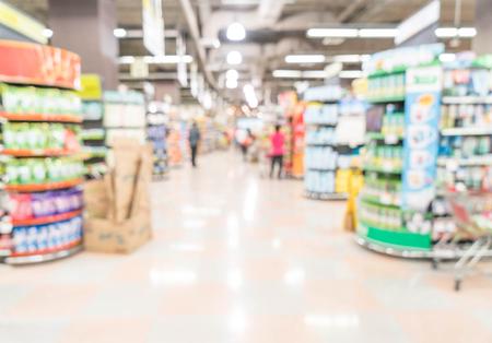 Photo pour abstract blur in supermarket - image libre de droit