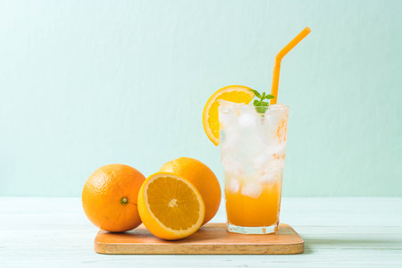 Photo pour orange juice with soda on wood table - image libre de droit