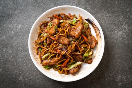 Photo pour stir-fried yakisoba noodle with pork - Asian food style - image libre de droit