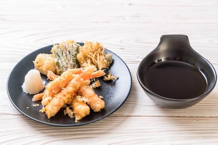 Photo for shrimps tempura (battered fried shrimps) with vegetable - japanese food style - Royalty Free Image