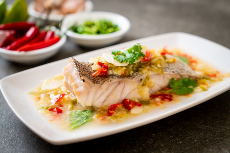 Photo pour Steamed Grouper Fish Fillet with Chili Lime Sauce in lime dressing - Asian food style - image libre de droit