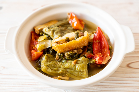 Photo pour Bitter gourd and preserved mustard green soup with pork - Asian food style - image libre de droit