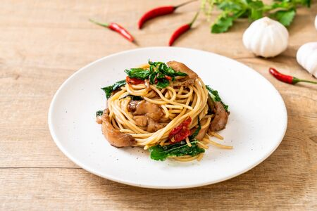 Foto de stir-fried spaghetti with chicken and basil - fusion food style - Imagen libre de derechos