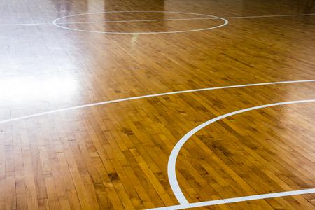 Foto de wooden floor basketball court - Imagen libre de derechos