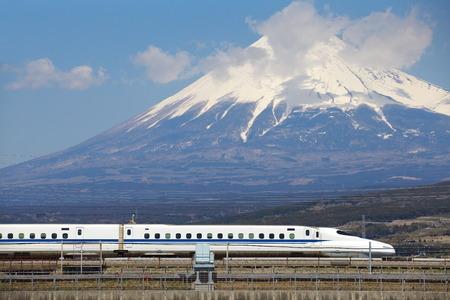 Foto de View of Mt Fuji and Tokaido Shinkansen, Shizuoka, Japan - Imagen libre de derechos