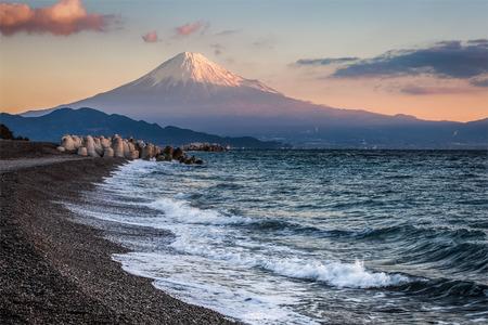 Photo pour Mt. Fuji and sea beach in winter morning. Seen from Miho no Matsubara , a scenic area. The Miho Peninsula in Shimizu Ward of Shizuoka City, Japan. - image libre de droit