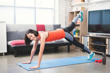 Photo pour Asian women she is happy to exercise in the house. - image libre de droit