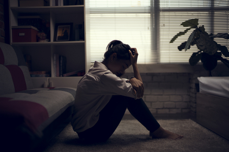 Foto de Business woman is depressed. She felt stressed and alone in the house. - Imagen libre de derechos