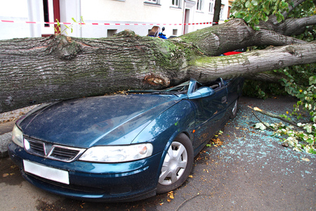 Foto de damaged car after a big thunderstorm xavier - Imagen libre de derechos