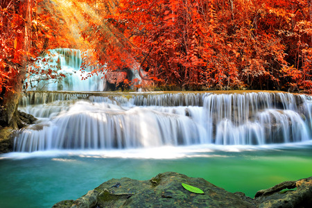 Photo pour Beautiful waterfall in deep forest - image libre de droit