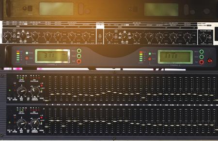 Photo pour Volume control, audio system's sound engineer. - image libre de droit