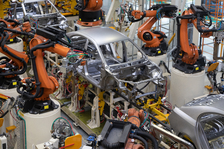 Photo pour Modern technology of Assembly of cars. The plant of the automotive industry. Shop for the production and Assembly of machines top view. The process of welding parts of the car - image libre de droit