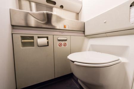 Foto de airplane toilet - Imagen libre de derechos