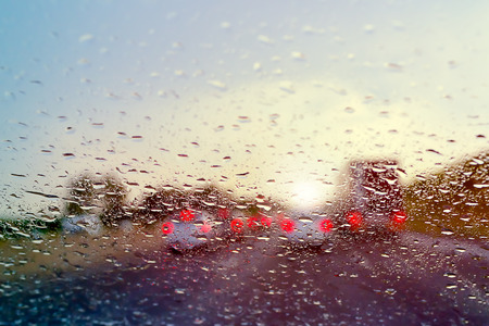 Photo pour Bad Weather Driving traffic jam on a highway selective focus on raindrops on the windshield - image libre de droit