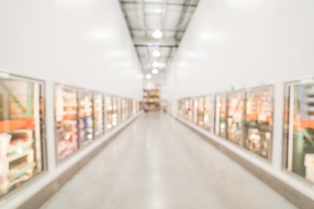 Photo pour Blurry background glass door frozen food aisle at big-box store in USA - image libre de droit