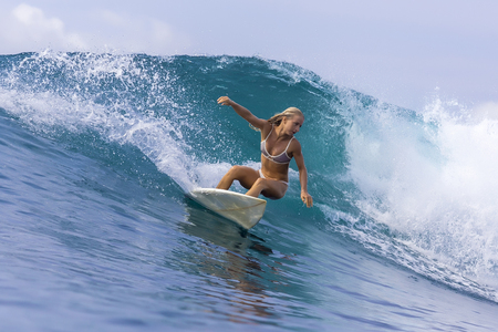 Photo pour Surfer girl on a wave,Bali,Indonesia - image libre de droit