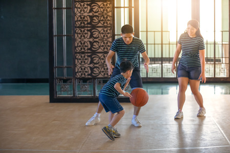 Photo pour Asian family playing basketball together. Happy family spending free time together on holiday - image libre de droit