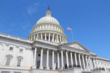 Foto de Washington DC, United States landmark. National Capitol building with US flag. - Imagen libre de derechos