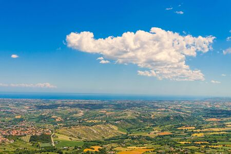 Foto de San Marino valley with the Adriatic Sea in the background, Italy. - Imagen libre de derechos
