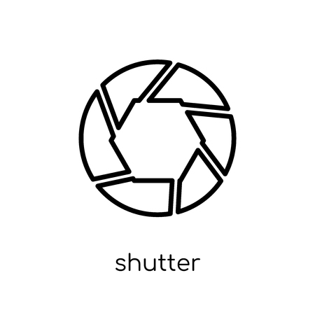 Ilustración de Shutter icon. Trendy modern flat linear vector Shutter icon on white background from thin line Cinema collection, editable outline stroke vector illustration - Imagen libre de derechos