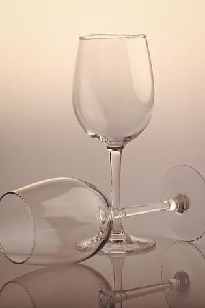 Photo pour Two empty glasses - image libre de droit