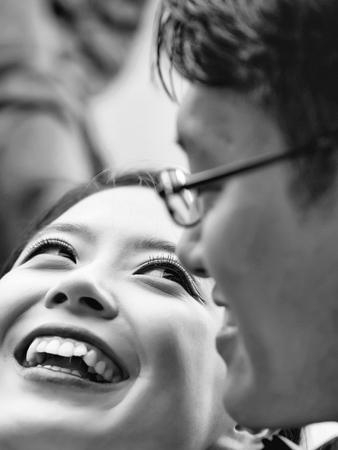 Photo pour happy bride. Pretty bride smiles to groom - image libre de droit