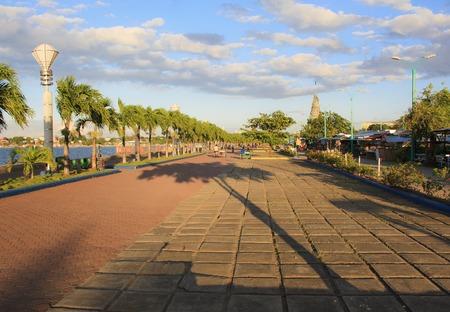 Foto de Baywalk of Puerto Princesa city. Palawan island. Philippines. - Imagen libre de derechos