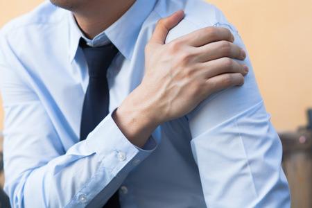 Photo pour Man having shoulder pain problem - image libre de droit