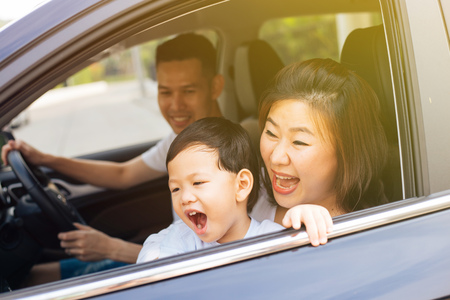 Photo pour Happy Asian family is smiling and travelling on the road trip, going for a drive for vacation - image libre de droit
