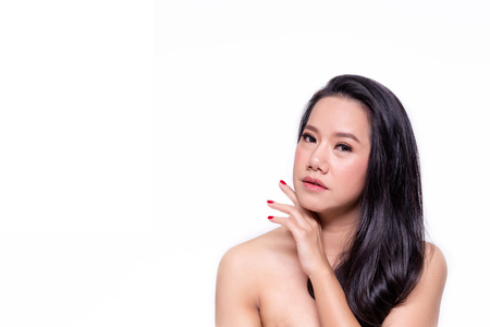 Photo pour Face of beautiful Asian woman in white isolated background - beauty and skin care concept - image libre de droit