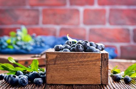 Foto de blueberry in wooden box and on a table - Imagen libre de derechos
