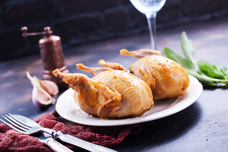 Photo pour fried quail with spice on plate and on a table - image libre de droit