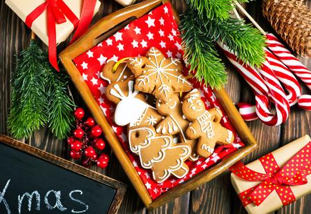 Foto de christmas cookies on a table, ginger cookies - Imagen libre de derechos