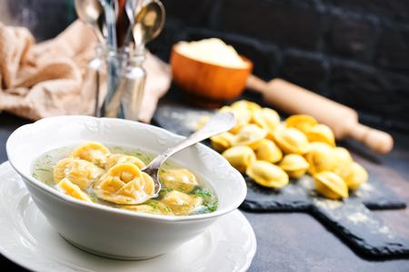 Photo pour Boiled dumplings in bowl and on a table - image libre de droit
