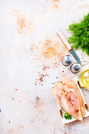 Foto de raw chicken fillet with salt - Imagen libre de derechos