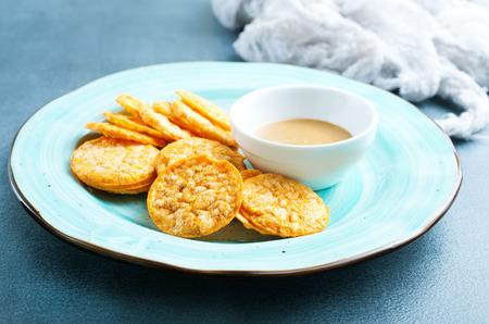 Foto de Rice crackers with peanut butter, rice chips with sauce - Imagen libre de derechos