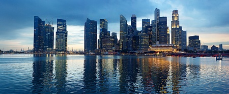 Foto de Panorama of Singapore in the beautiful evening - Imagen libre de derechos