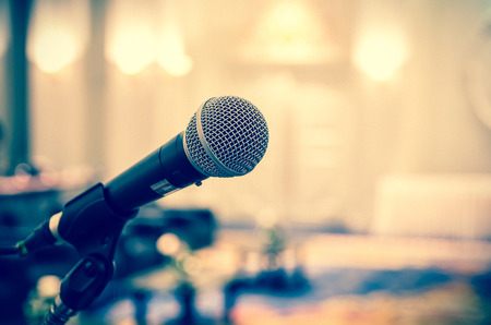 Photo pour Microphone over the Abstract blurred photo of conference hall or seminar room background - image libre de droit