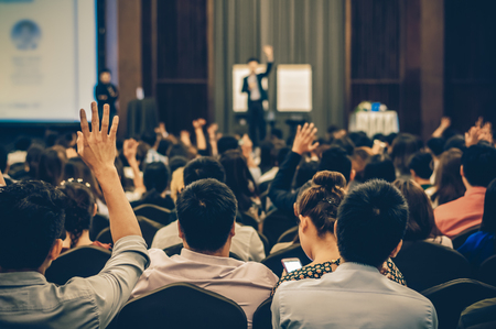 Foto de Speaker on the stage with Rear view of Audience in the conference hall or seminar meeting, business and education concept - Imagen libre de derechos