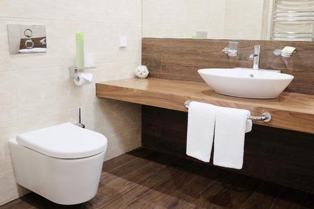 Foto de Interior of a hotel bathroom - Imagen libre de derechos