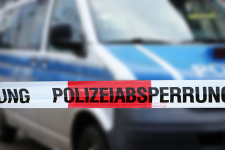 Photo pour Police cordon tape with a police car in the background (Germany) - image libre de droit