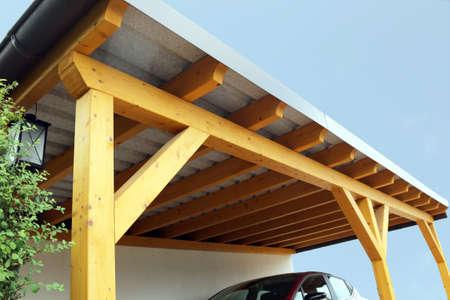 Foto de High-quality wooden carport - Imagen libre de derechos
